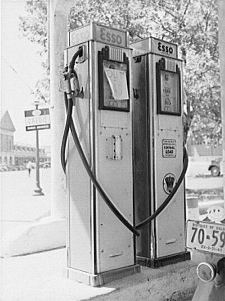 Source: http://commons.wikimedia.org/wiki/File:Washington,_D.C._Empty_gas_tanks8c36382v.jpg