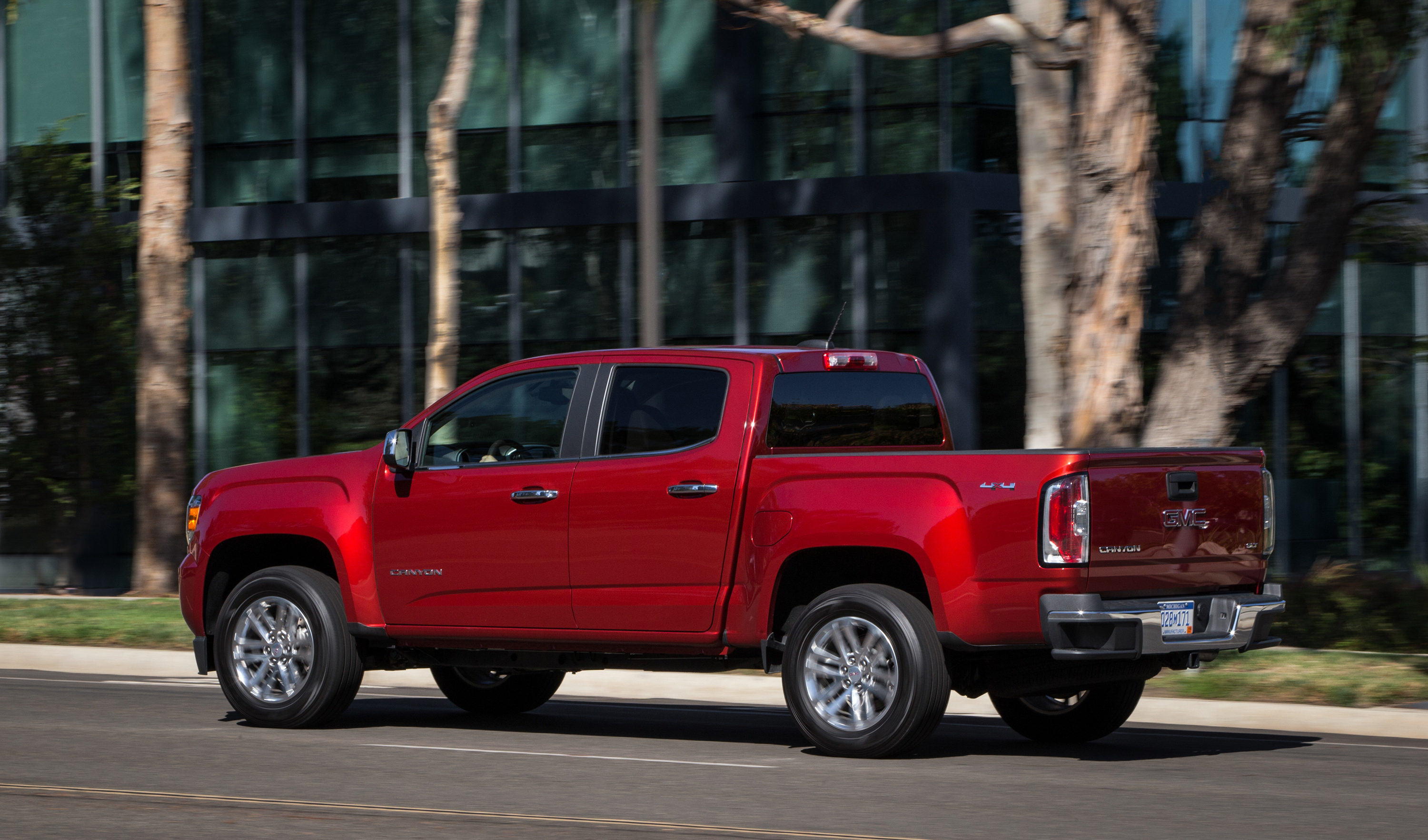 news wire gmc canyon expands capability with new duramax diesel ozzie. Black Bedroom Furniture Sets. Home Design Ideas