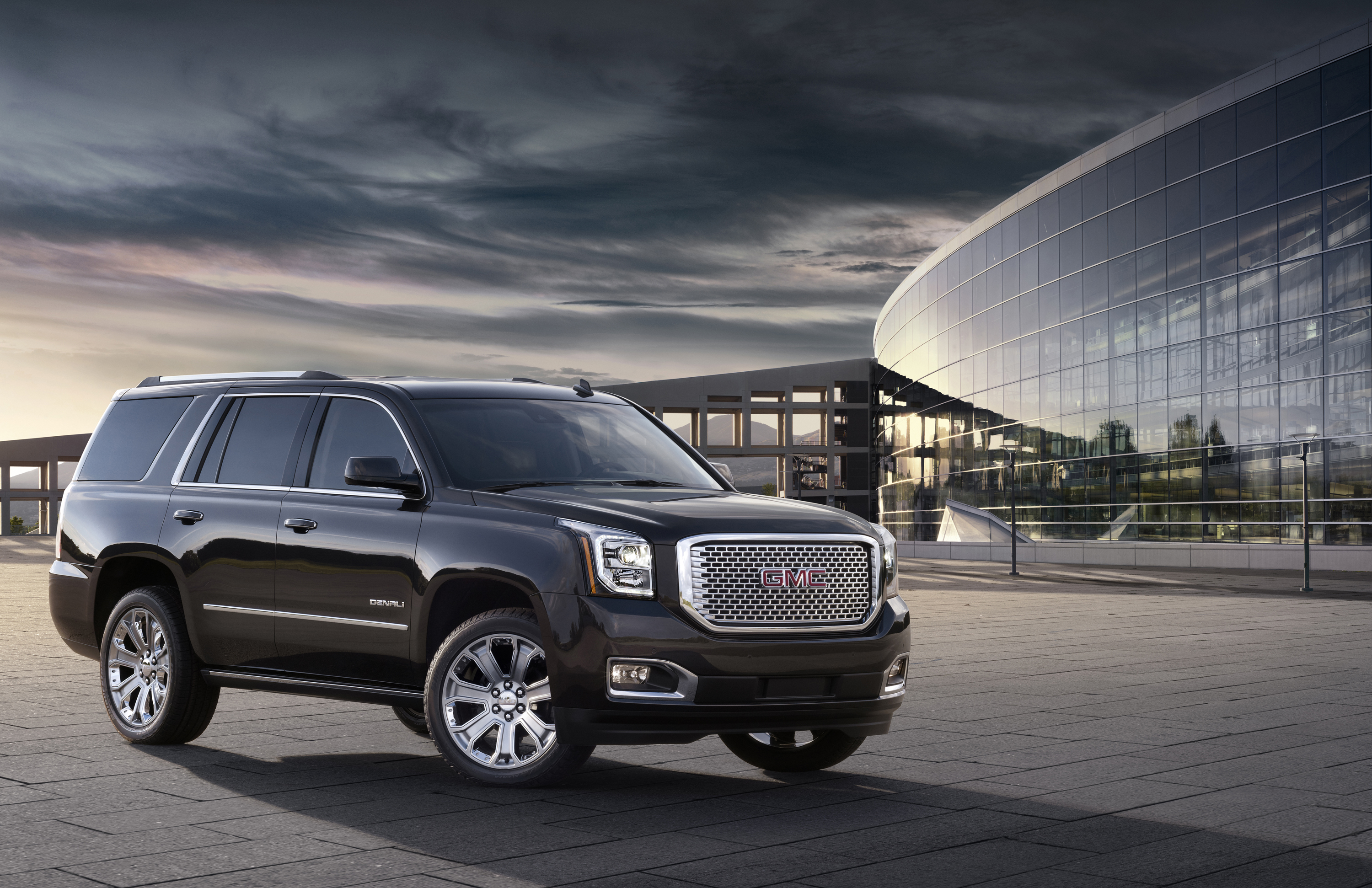 2016 gmc yukon named best large suv for families ozzie. Black Bedroom Furniture Sets. Home Design Ideas